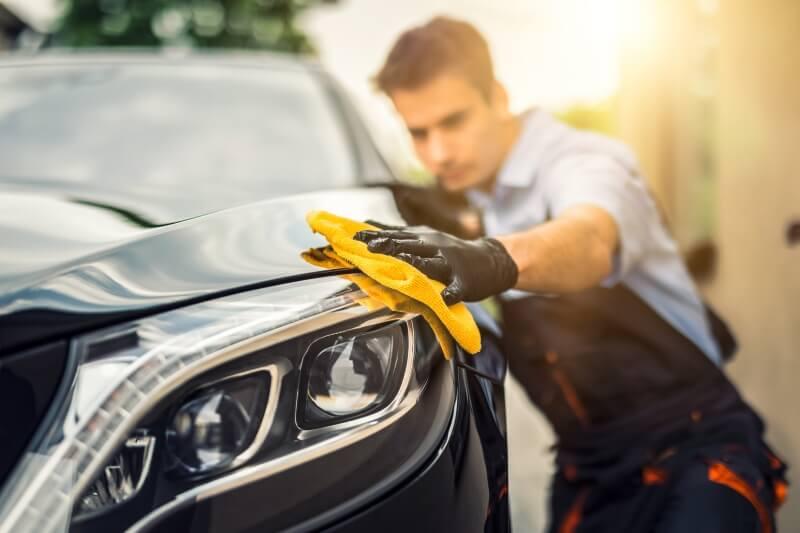 Mechanic polishing car paint using a microfiber cloth
