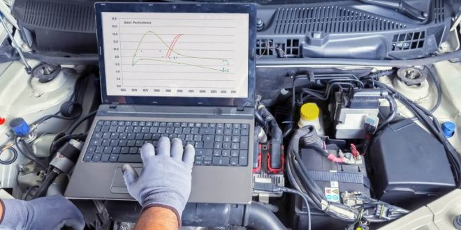 Auto mechanic tuning an ECU using a computer