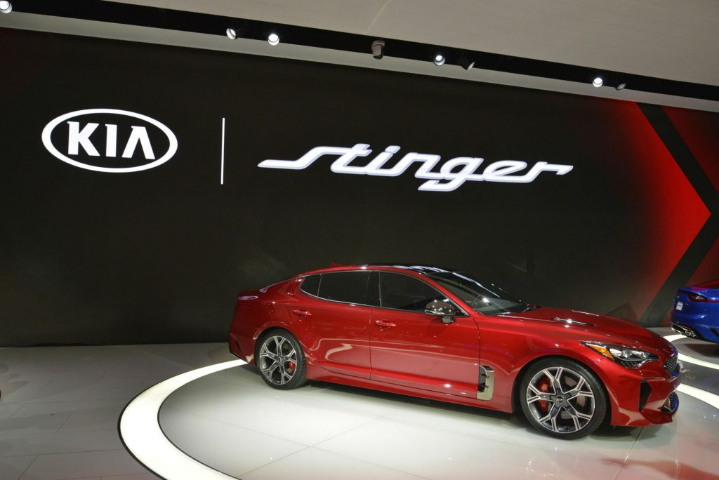 Kia Stinger - NAIAS 2017 - Side