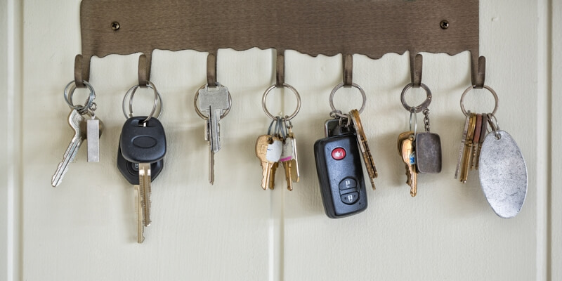 Multiple keys on wall-mounted key hooks