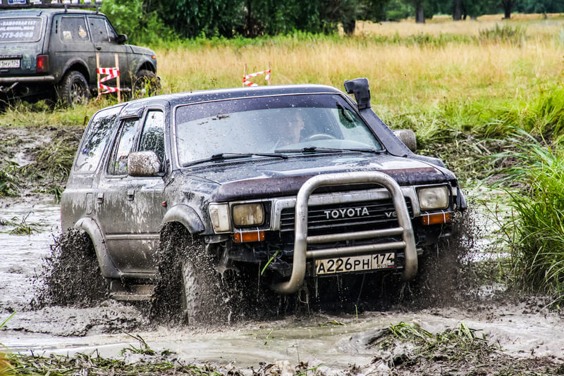 Toyota 4Runner Third Generation in the mud