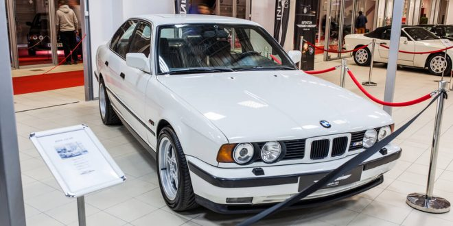 White BMW e34 M5