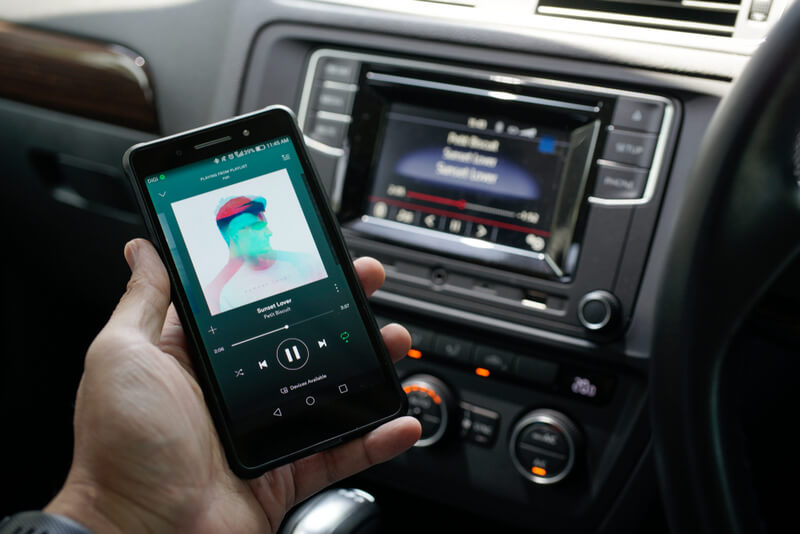 Listening to music throught a phone connected to a car using Bluetooth