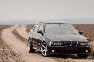 Black BMW E39 M5