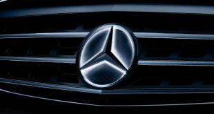 Mercedes illuminated logo