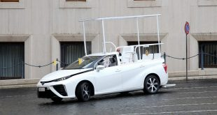 Toyota Mirai Given to the Pope as popemobile