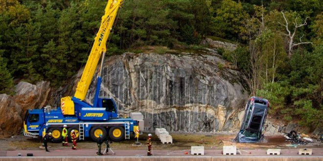 Volvo drops new cars from 30 metres crane